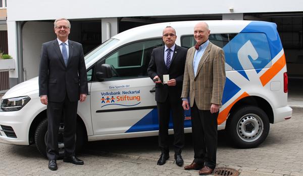 Volksbank Neckartal-Stiftung übergibt Caddy an Gemeinde Schönbrunn
